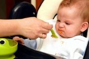 К чему может привести насильное кормление ребенка