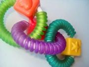 Погремушки и другие детские игрушки в первый год крохи