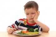 Как научить ребенка есть овощи