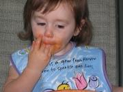 Как отучить ребёнка есть руками