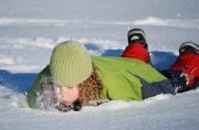 Детский спорт на зимнем отдыхе: коньки и лыжи