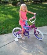 Как научить ребенка крутить педали у велосипеда