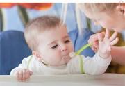 Когда можно кормить малыша взрослой едой