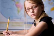 Что для ребенка лучше: линзы или очки?