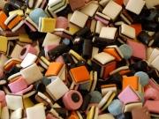 Чем заменить ребенку конфеты?