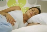 Как правильно спать при беременности