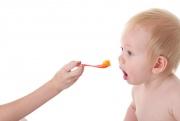 Ребенок не хочет кушать сам