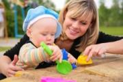 Как научить ребенка играть игрушками