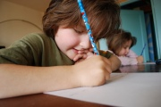 Чем заставить ребенка делать уроки