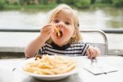 Как научить ребенка обедать правильно