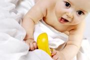 Как научить ребенка переворачиваться на живот