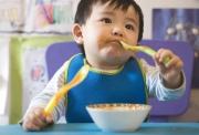 Как научить ребенка есть самостоятельно в 2 года