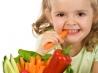 Как давать ребенку свежие овощи