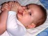 Попытки жевать и первые зубы